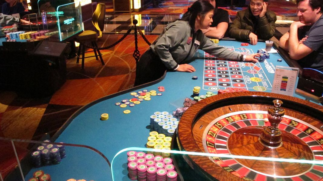 How To Show Online Casino Higher Than Anybody Else